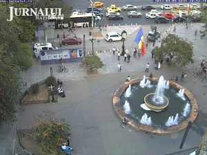 LIVE: http://jurnalul.ro/webcam/piata-universitatii-fantana-316.html